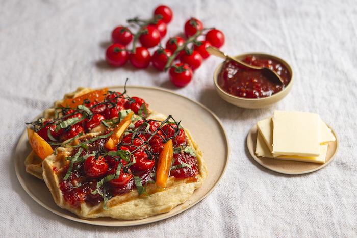 Gaufres au parmesan et à la confiture de tomates