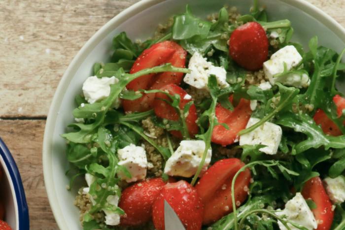 Salade de quinoa aux fraises et feta
