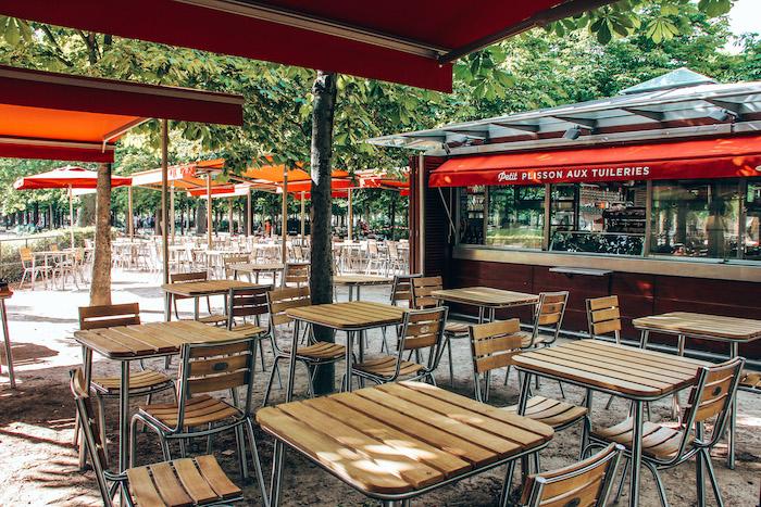Petit Plisson aux Tuileries