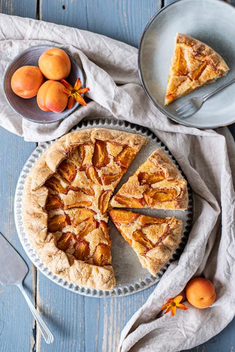 recette de Tarte rustique amande et abricots