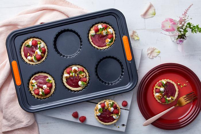 Tartelettes à la crème de framboises et de roses