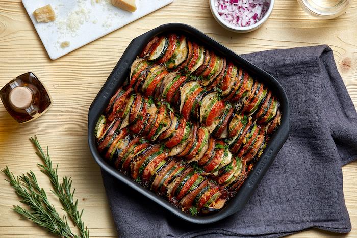 Tian de légumes à la sauce tomate