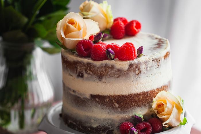 Naked cake au thé et aux framboises