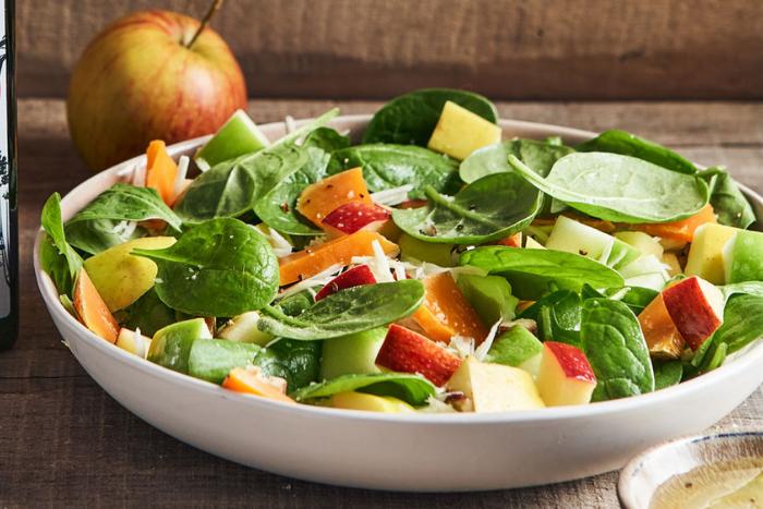 Salade de pousses d'épinard aux pommes