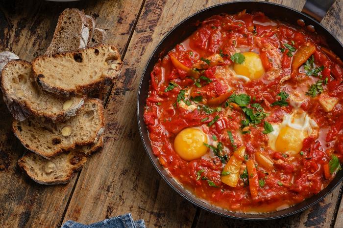 Shakshouka de tomates Romaine
