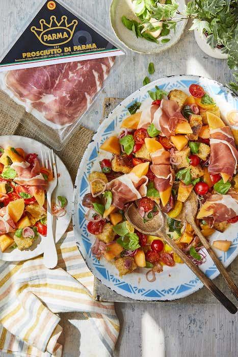 recette de Salade panzanella au melon et au Parme