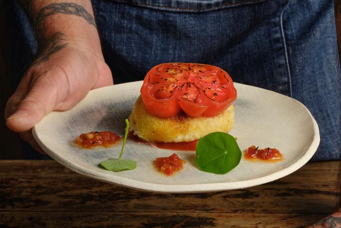 Burger de tomate à la mozzarella panée