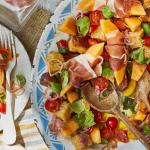 Salade panzanella au melon et au Parme