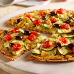 Pizza sans gluten aux courgettes et tomates