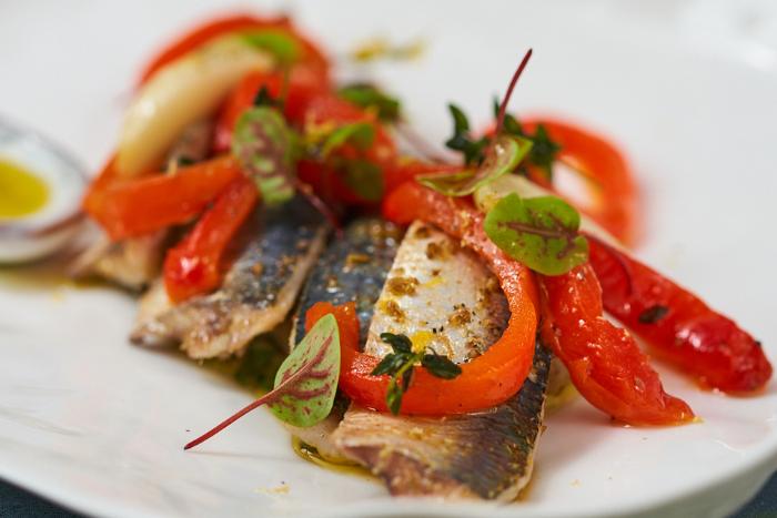 Sardines et poivrons marinés à l'huile