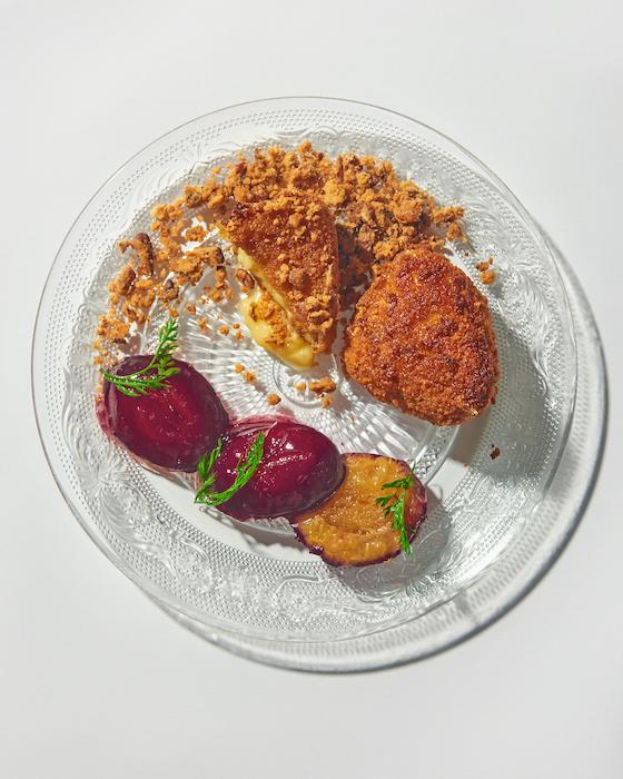 recette de Pané de camembert et crumble de prunes
