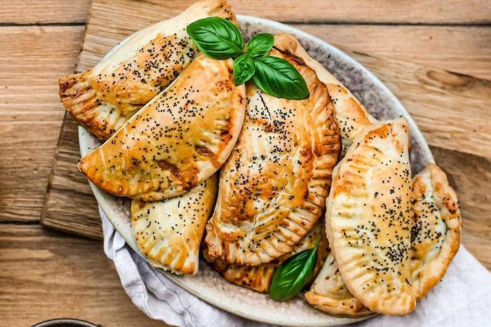 Empanadas au thon et à la tomate