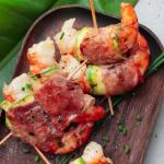 Brochettes de crevettes au jambon de Parme